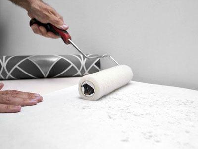 Нанесение клея на бумажную основу