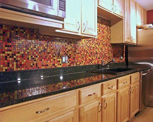 """Оформление """"фартука"""" на кухне: мозаика, стекло, плитка"""