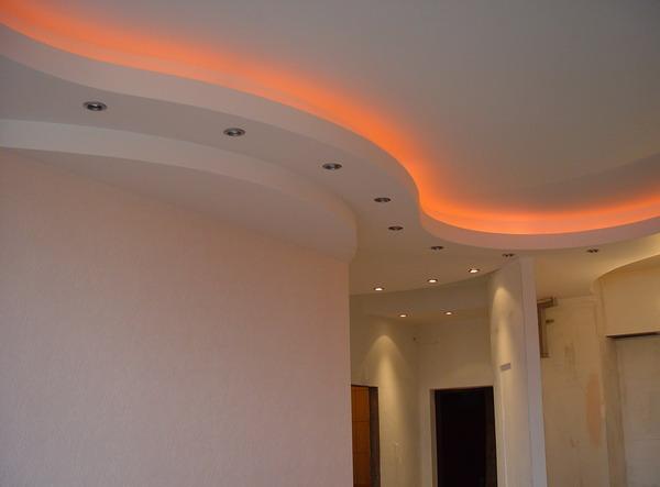 Оранжевая подсветка потолка