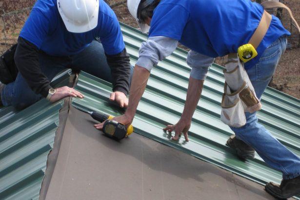 Преимущества профнастила при ремонте крыши